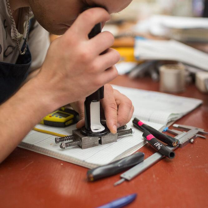 Розробка і виробництво спеціалізованих кабелів і проводів